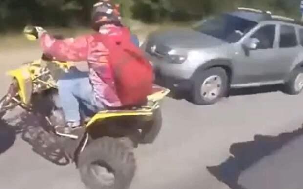 Наглядно: как не надо ездить на квадроцикле (видео)