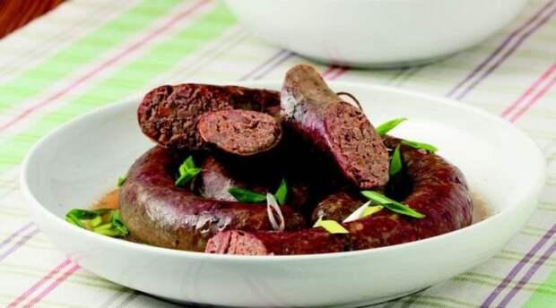 Очень вкусная домашняя колбаса из куриной печени и гречки. \ Фото: mir-da.ru.