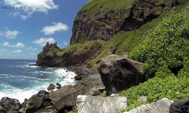 Шестеро мальчиков попали на необитаемый остров. Они жили там больше года