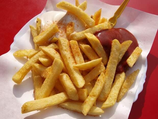 Ученые вычислили размер «безопасной порции» картошки фри: любители фаст-фуда в шоке