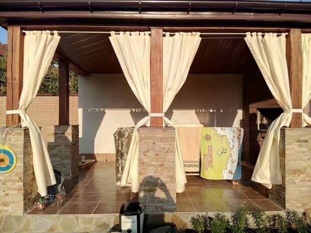 Вешаем стильные шторы на веранде