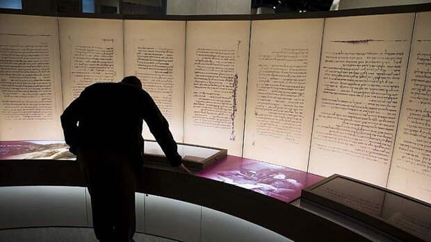 Свитки Мёртвого моря в Музее Библии в Вашингтоне.