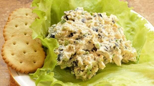 Салат из сыра с оливками