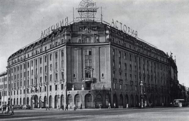 Какое здание в Ленинграде запретил разрушать Гитлер