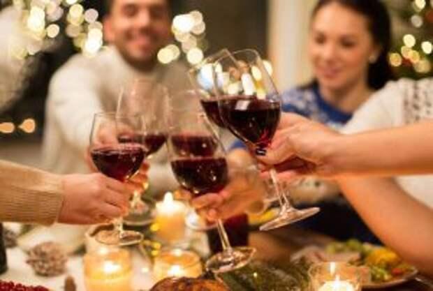 Почему итальянцы пьют много вина и кофе, но выглядят гораздо здоровее нас?