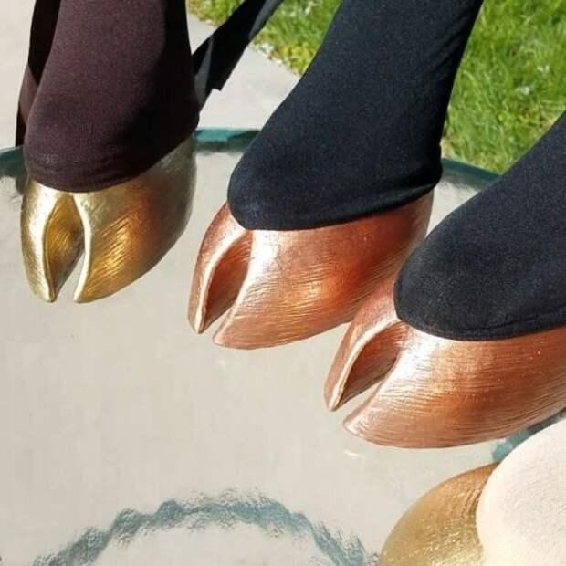 Реалистичная обувь в виде копыт