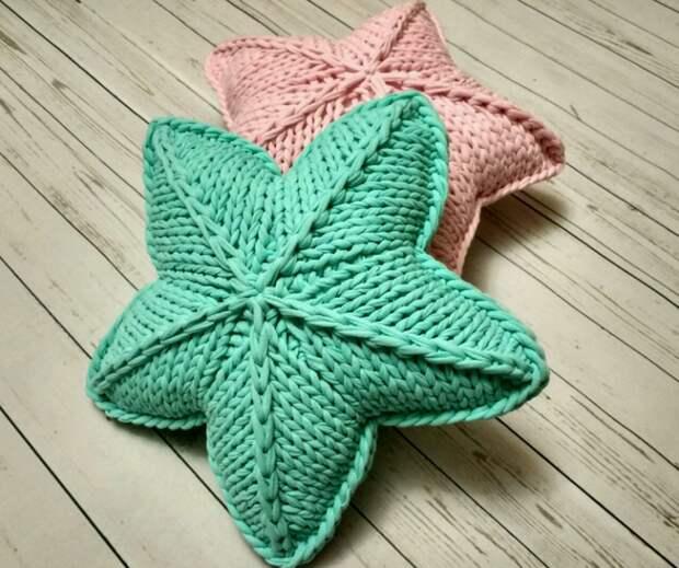 2 способа связать подушку-звёздочку