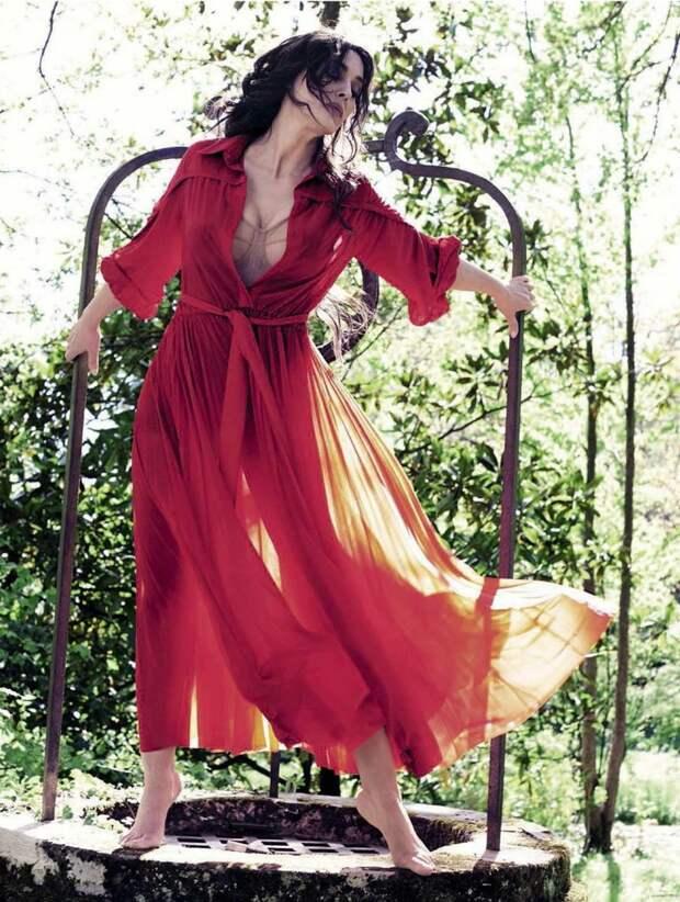 Нестареющая красота: Моника Беллуччи обнажилась для съемки Vanity Fair
