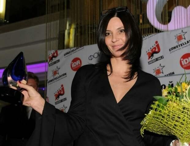 Очевидцы рассказали об устроенном актрисой Лидией Вележевой скандале в самолёте