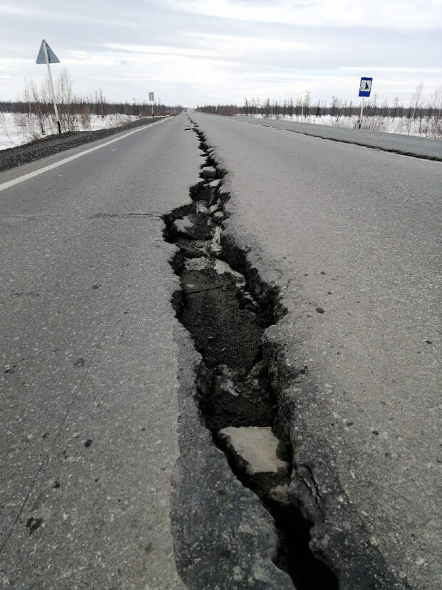 Напроблемной трассе вЯНАО образовались огромные трещины