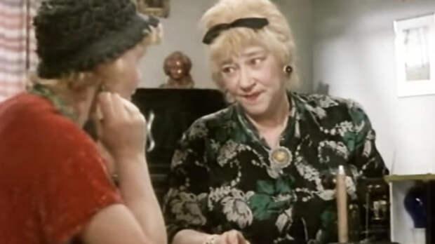 Любая роль Раневской великолепна. Даже в этой миниатюре ее талант раскрыт на все сто!