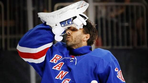 В Нью-Йорке избавились от хоккейной легенды. «Рейнджерс» выкупили Лундквиста и остались с тандемом русских вратарей