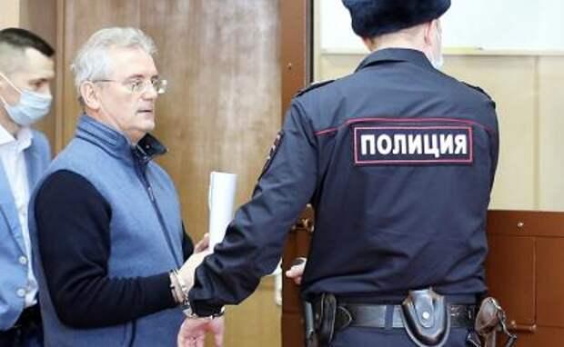 На фото: губернатор Пензенской области Иван Белозерцев в Басманном суде во время рассмотрения ходатайства о его аресте по обвинению в получении взятки в размере более 31 млн рублей.