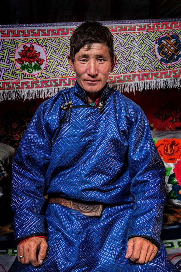 Мужчина народности тыва, проживающий на территории Монголии.