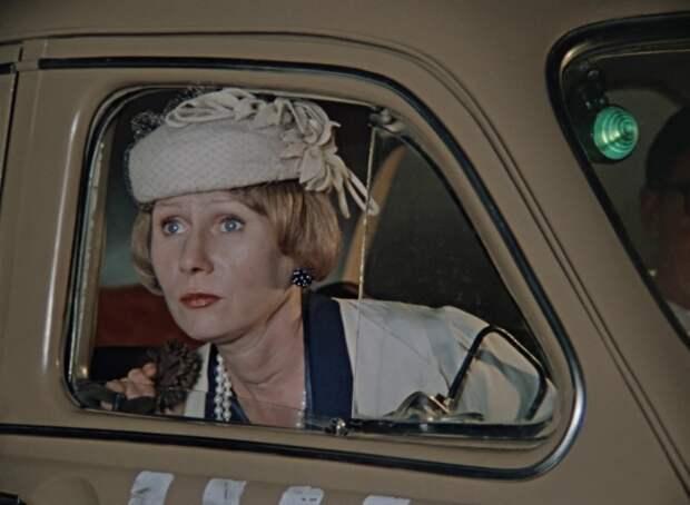 Елизавета Никищихина в фильме *Покровские ворота*, 1982