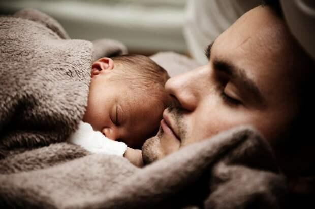 Оплачивать новоиспеченным отцам отпуск предложили в Госдуме