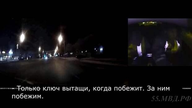 ВОмске пьяный парень разбил новую машину, пытаясь уйти отпогони полиции (Видео)