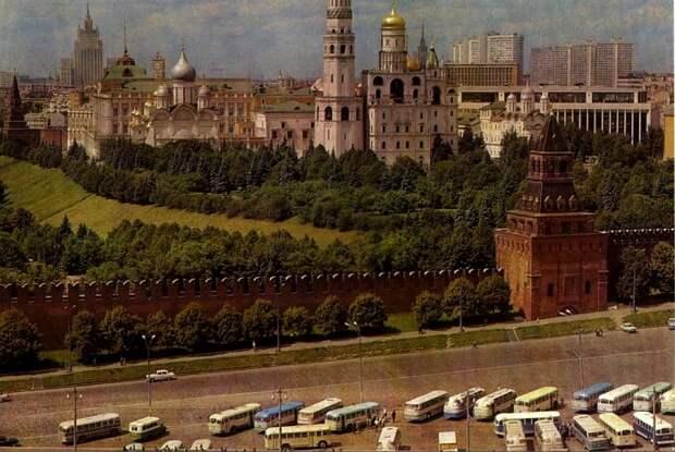 Вид на Кремль с западного корпуса, 1972 год. /Фото: etromap.ru