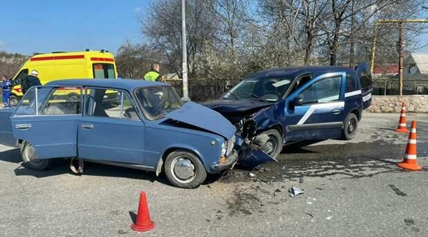 Двое детей и пятеро взрослых получили травмы в ДТП у Севастополя