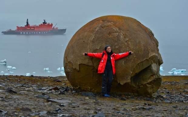Каменные шары острова Чамп. Фото: begin-journey.ru