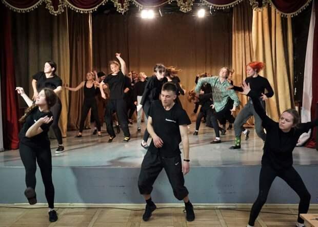 В рамках II Открытого фестиваля студенческого театрального искусства «Сцена - Молодость - Крым» состоялся мастер-класс народного артиста РФ  Алексея Блохина