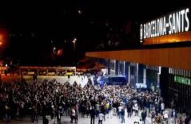 Протестующие заблокировали вокзал в Барселоне