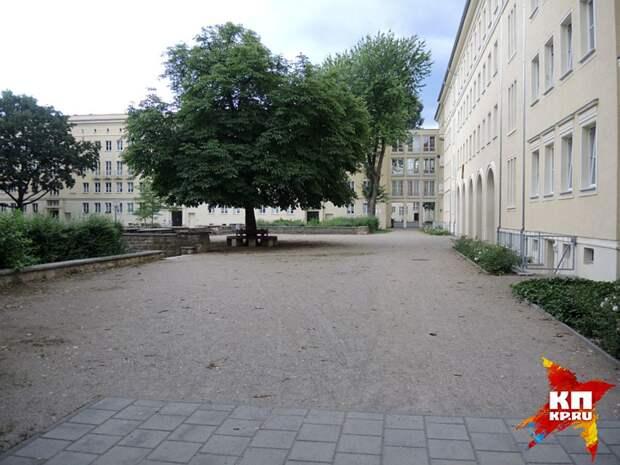 Пустые сталинские дворы в бывшем Сталинштадте. Фото: Дарья АСЛАМОВА