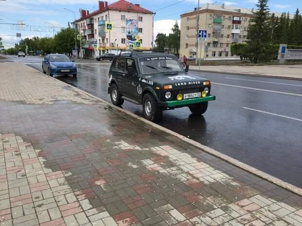 Если не можешь себе позволить Land Rover, бери себе Land Niver надписи на авто, надписи на машинах, наклейка, прикол, юмор