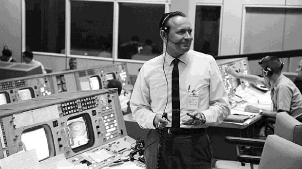 Первый руководитель полетов NASA Кристофер Крафт