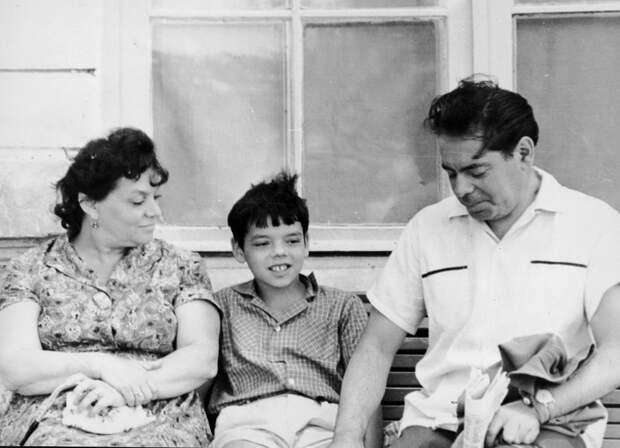 Константин Райкин с родителями
