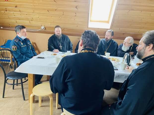 Спасатели встретились со священниками Солнечногорска перед Пасхой