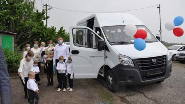 Для малоимущих многодетных семей в Ростовской области закупят микроавтобусы