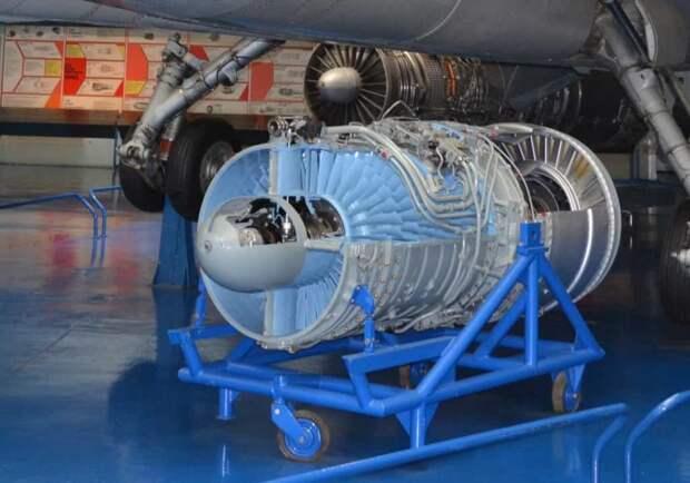 Подъемный двигатель Роллс-Ройс RB162-1. Он развивал тягу 2000 кгс при массе чуть более ста кило, но за рекордный удельный вес пришлось «заплатить» очень небольшим ресурсом изделия – как по общей наработке часов, так и по числу включений