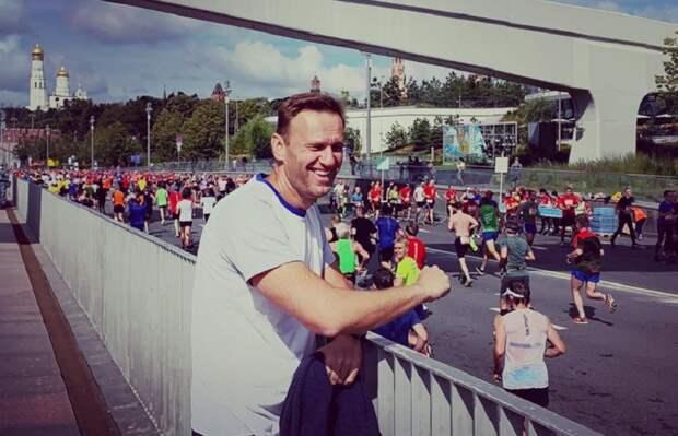Навальный захотел вернуться в Россию