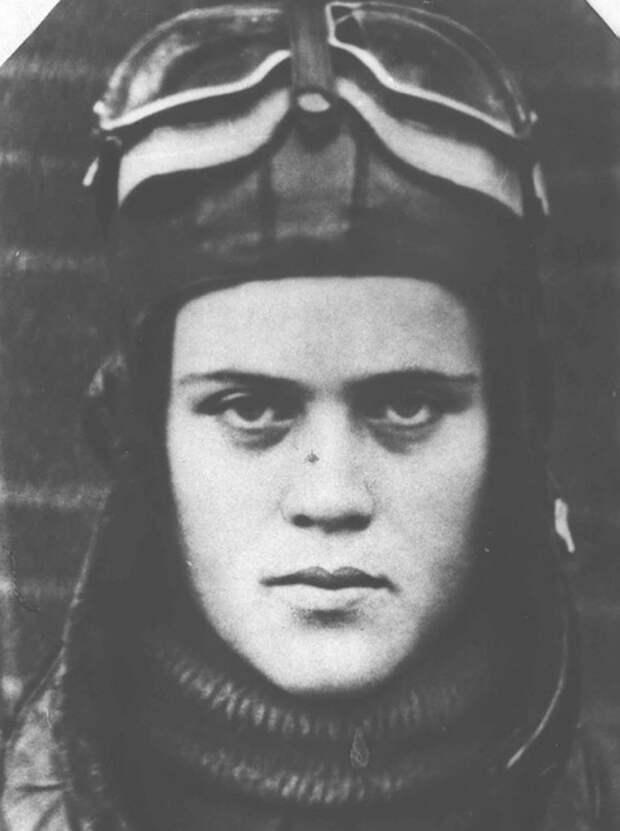 Евгения Руднева, воевала в 46-м женском Таманском авиаполке легких ночных бомбардировщиков 325-й авиадивизии