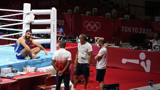 Боксер Алиев в знак протеста час не покидал ринг на Олимпиаде