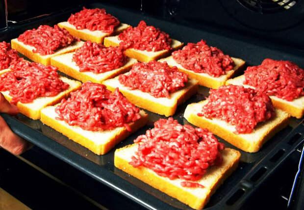 Кладем фарш на хлеб и ставим в духовку: 4 ленивых блюда из фарша