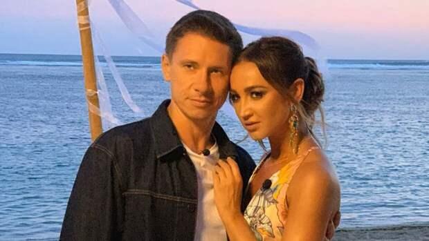 Бузова в черном платье с белым подолом «отожгла» в танце с Батрутдиновым