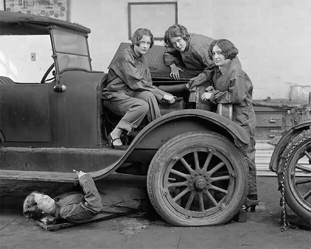 Удивительные фотографии женщин-автомехаников начала 20 века 20 век, автомеханик, женщина 20 век, женщина и авто, женщина и машина, механики, ретро фото, старые фото