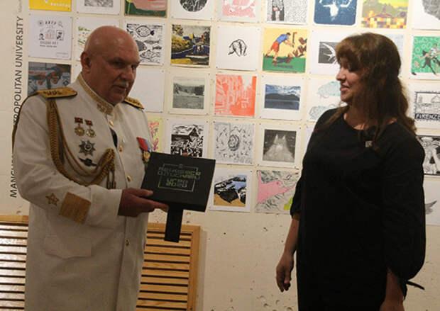 Командующий Тихоокеанским флотом адмирал Сергей Авакянц принял участие в открытии выставки международного принтобмена