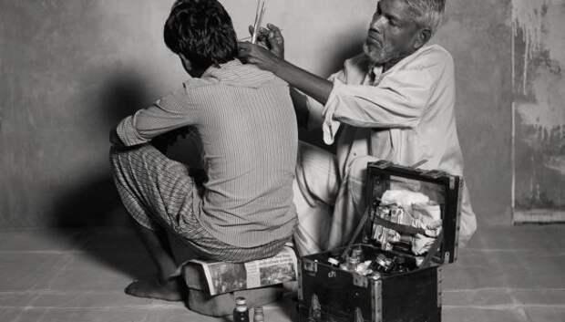 Сколько зарабатывают чистильщик ушей, уличный астролог и другие представители исчезающих профессий вИндии