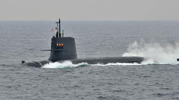 Японские моряки доломали подводную лодку во время ремонта