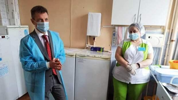 Александр Остапенко проверил организацию процесса вакцинации в Феодосийском медицинском центре