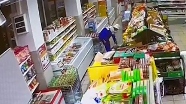 Появилось видео дезинсекции в магазине, из-за которой отравились жители улицы Совхозной