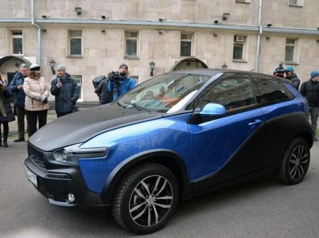 Жириновский стал вторым обладателем «ё-мобиля»