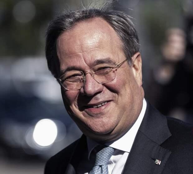 Люди — хуже пыли: Почему кандидат в канцлеры Германии смеётся над погибшими в наводнении?