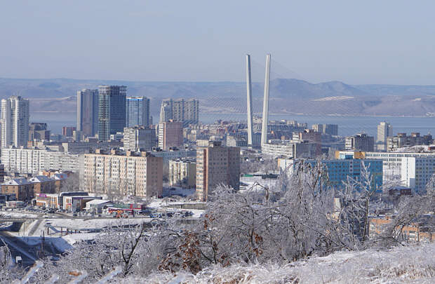Мост на остров Русский во Владивостоке остается непроезжим из-за обледеневших вант