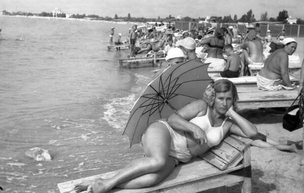 Без названия. Неизвестный автор, 1950-е, г. Евпатория, из архива Leonoro Karel.