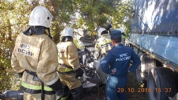 Смертельное ДТП в Крыму: столкнулись грузовик и «легковушка» (ФОТО)