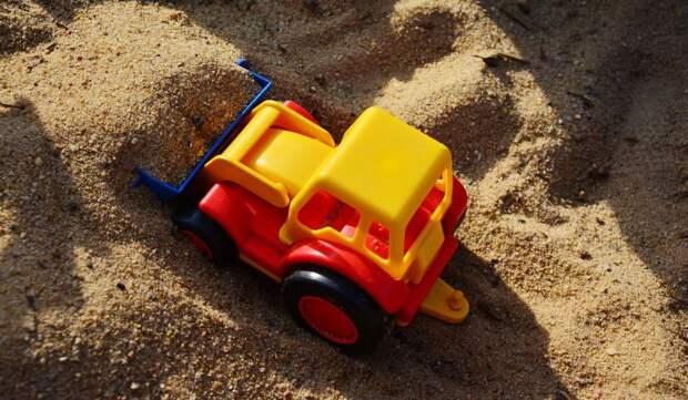 На детскую площадку на 800-летия Москвы завезли песок